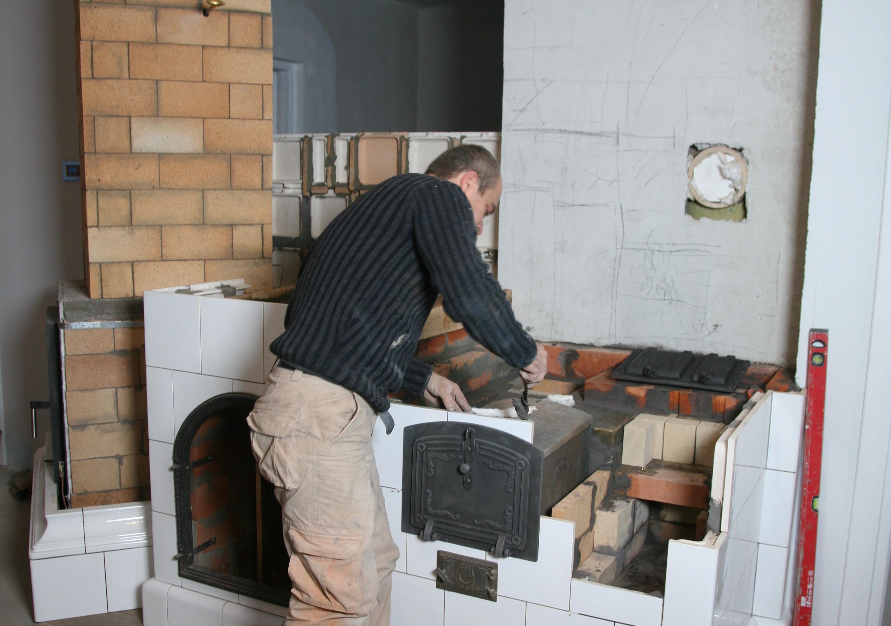 Nowczesny dom ogrzewany... piecem ceramcznym z płytą kaflową i piecem chlebowym