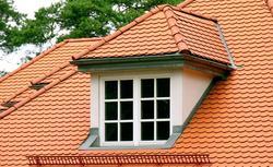 Lukarna - ozdobny element dachu. Zasady budowy lukarny