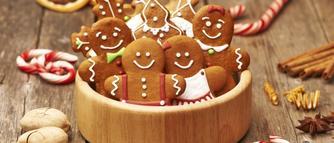 Jak zrobić dekoracje świąteczne z tego, co masz w domu? Makaronowe bombki, suszone owoce, lukrowane pierniczki