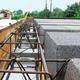Oparcie stropu gęstożebrowego na ścianach z betonu komórkowego. Montaż belek stropowych i zbrojenie wieńca